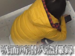 無修正エロ動画:洗面所潜入盗SATU録:無毛まんこ