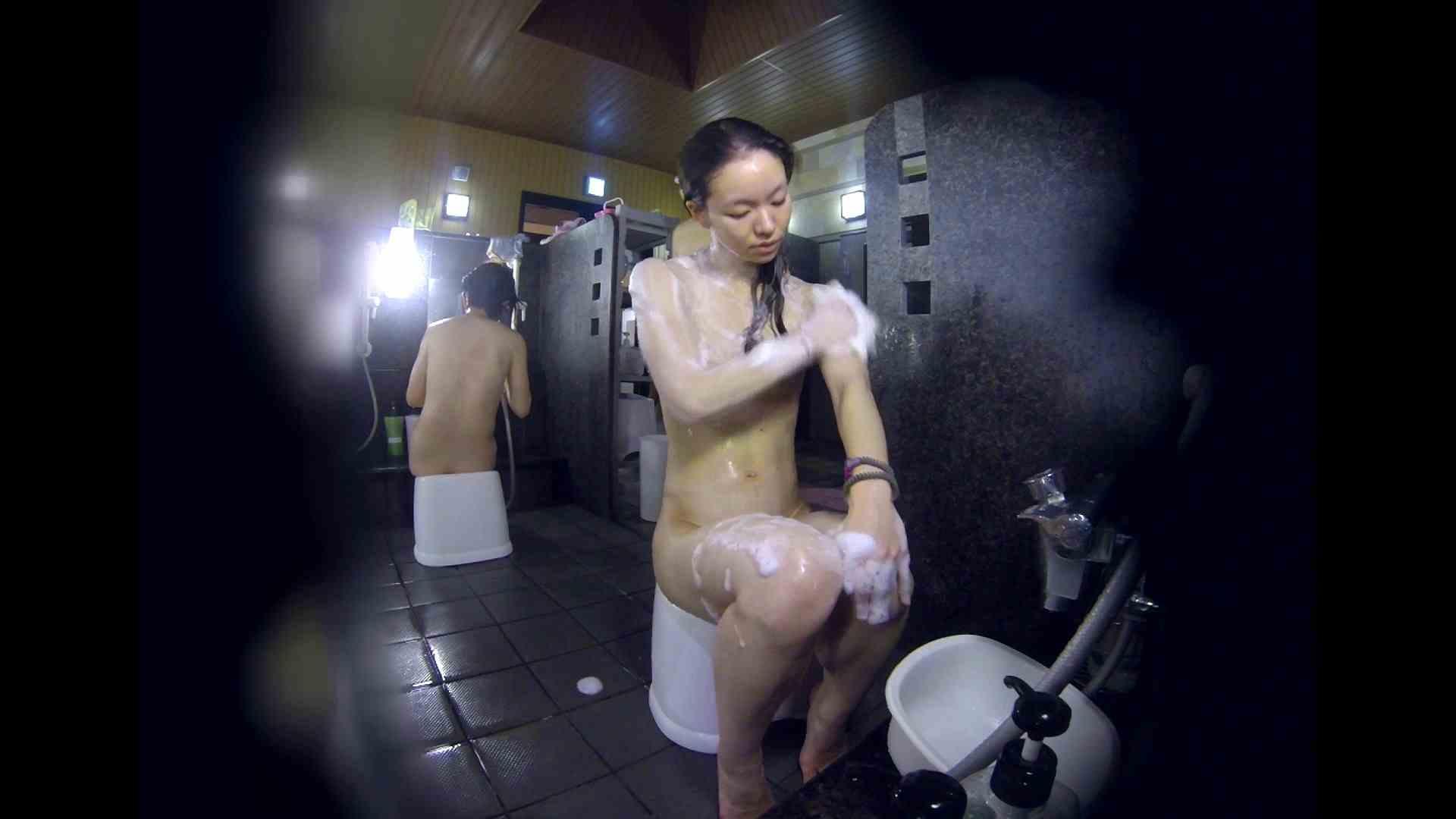 無修正エロ動画:洗い場!可愛い?ブサイク?確かなのは貧乳であること:怪盗ジョーカー