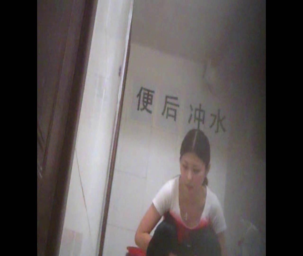 無修正エロ動画:Vol.02 かがむ時の胸元は要注意!:怪盗ジョーカー