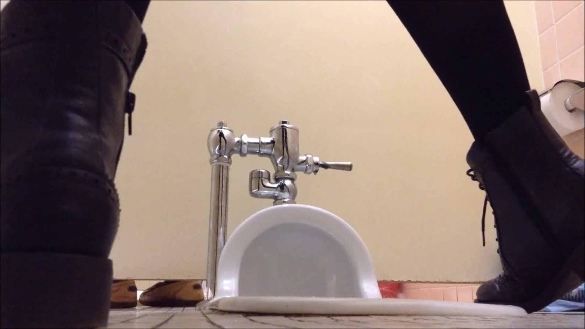 某有名大学女性洗面所 vol.04 和式 ワレメ無修正動画無料 9枚 2