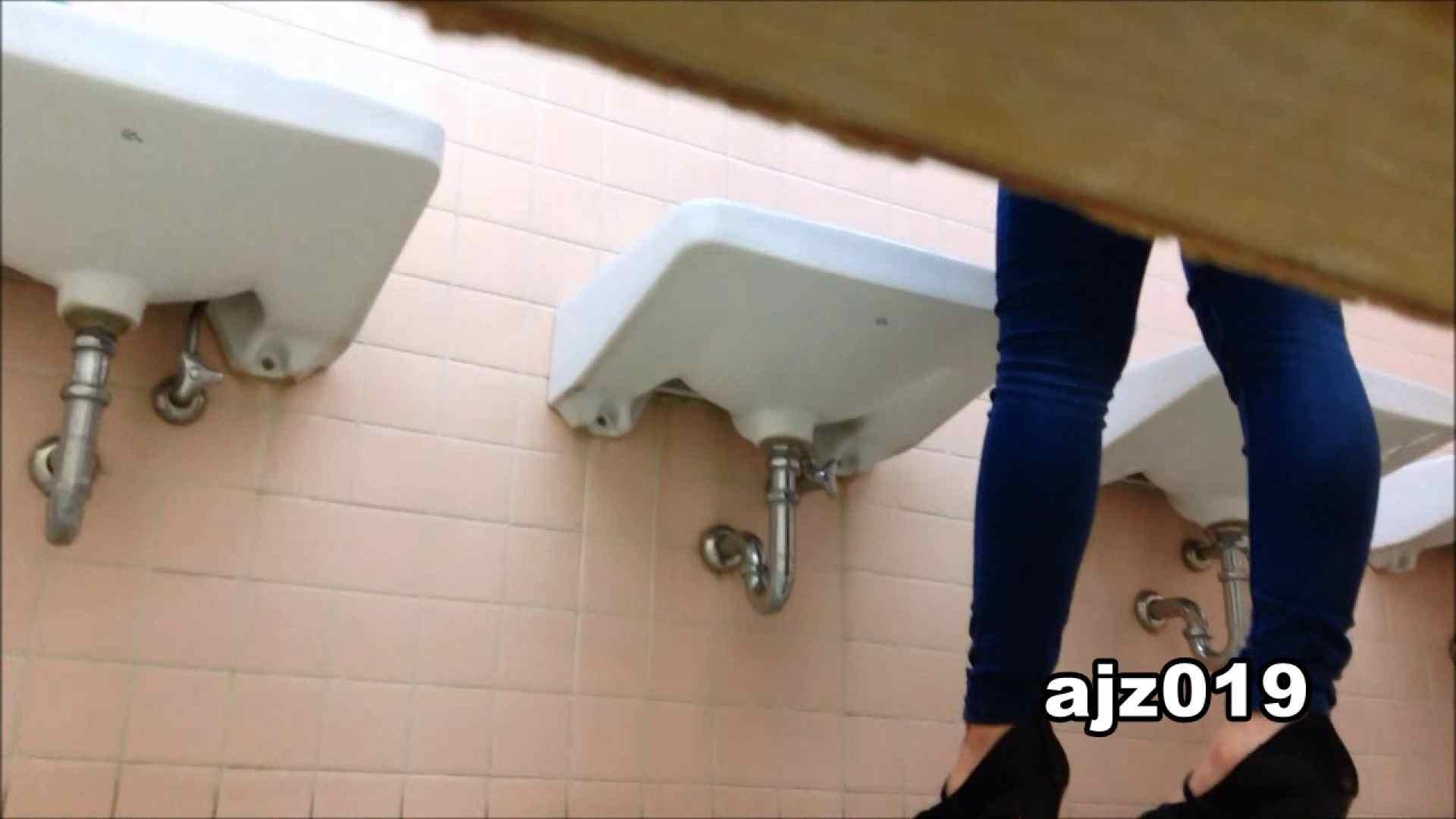 無修正エロ動画:某有名大学女性洗面所 vol.19:のぞき本舗 中村屋