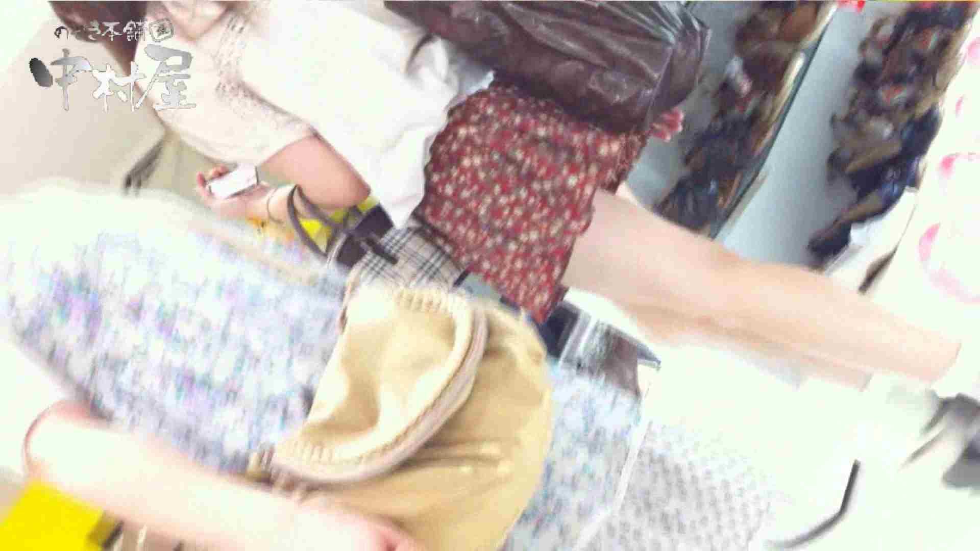 無修正エロ動画:vol.51 美人アパレル胸チラ&パンチラ メガネ店員の谷間:のぞき本舗 中村屋