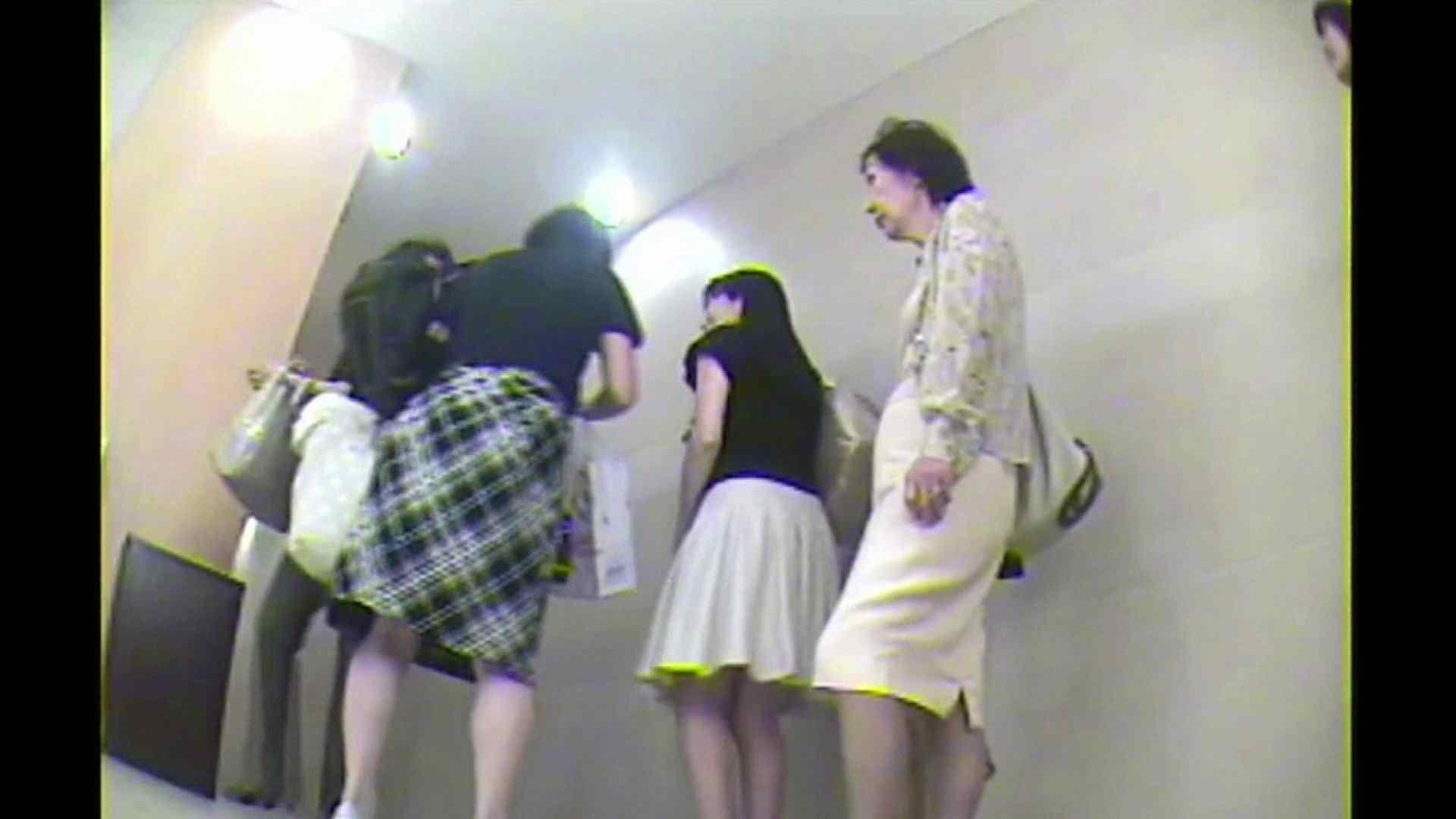 お漏らし寸前デパトイレ盗撮!Vol.02 盗撮動画   女子トイレの中では  10枚 1