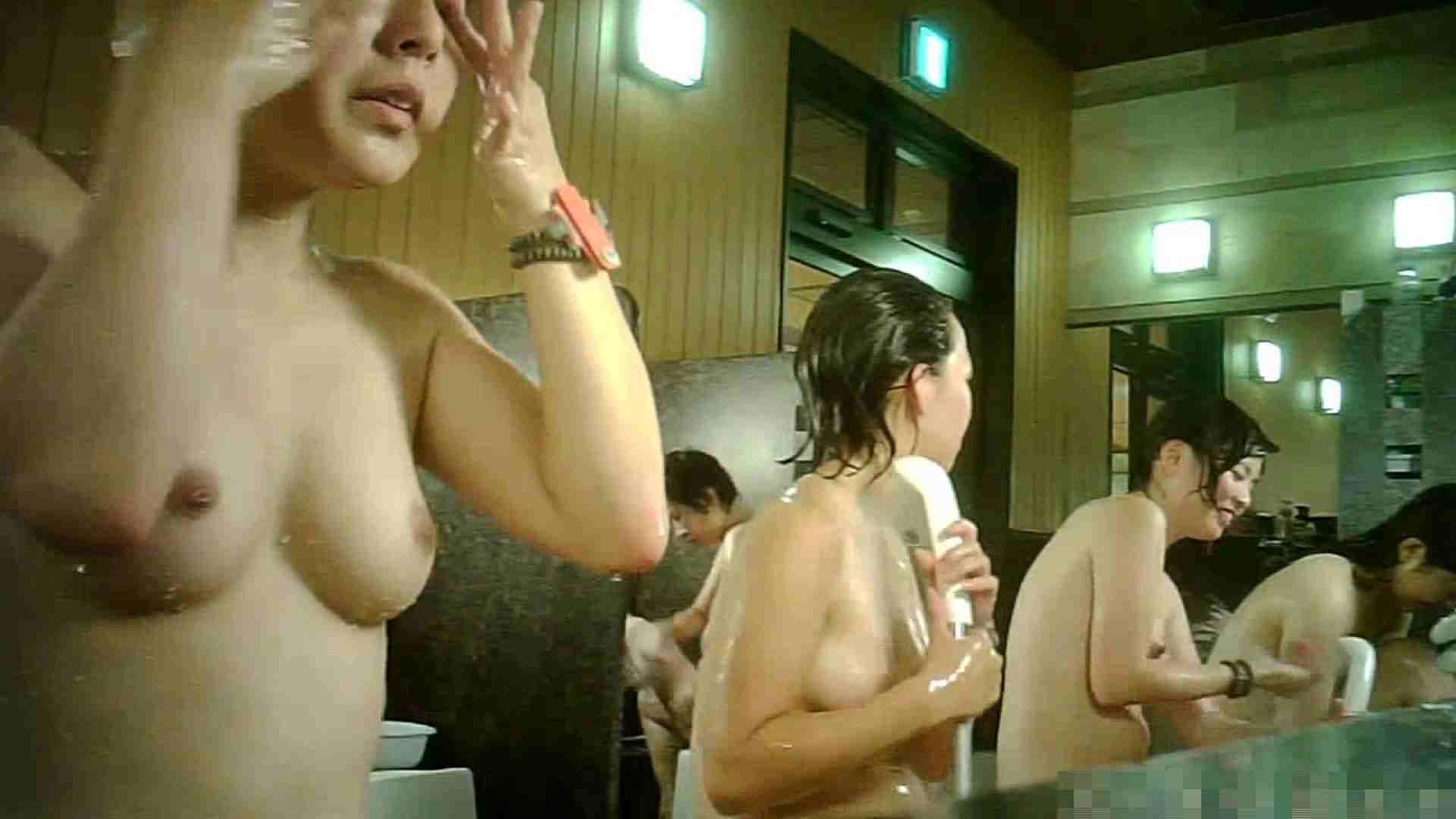 手を染めてしまった女性盗撮師の女風呂潜入記 vol.007 脱衣所 のぞき動画キャプチャ 11枚 10