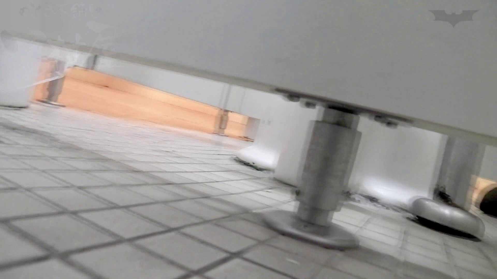 無修正エロ動画:第三体育館潜入撮File012 ピンクの次は白ジャージの天使登場:のぞき本舗 中村屋