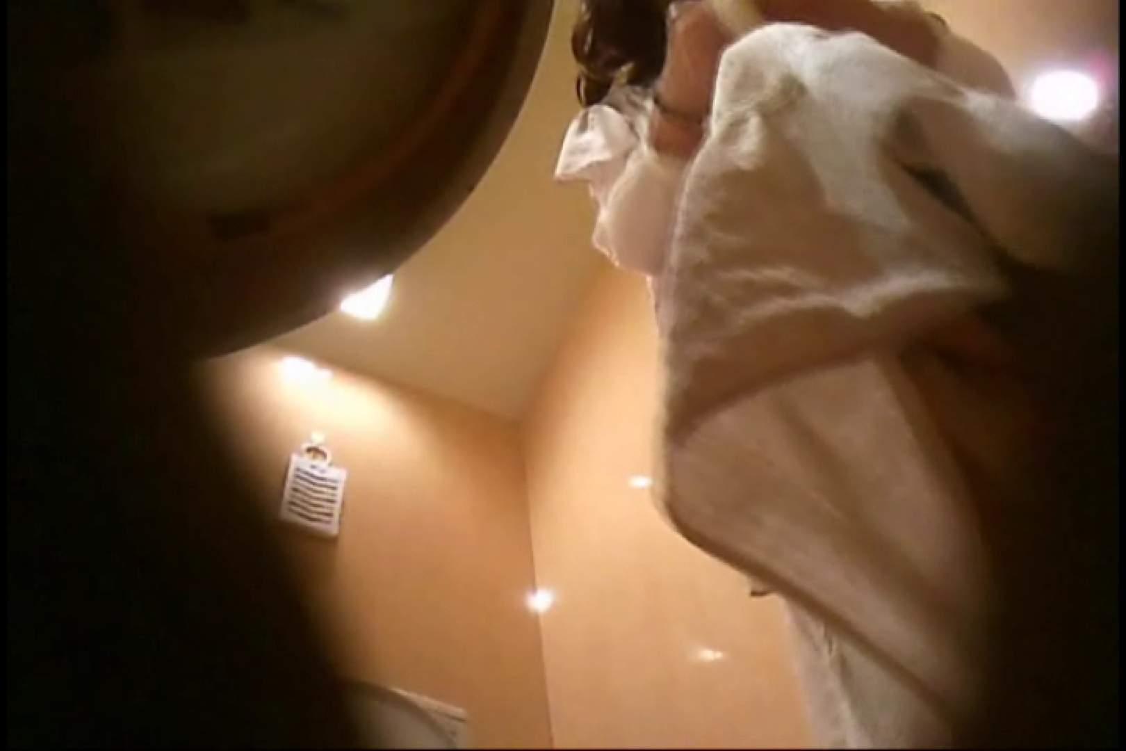 潜入!!女子化粧室盗撮~絶対見られたくない時間~vo,111 エロいギャル   丸見え  10枚 1
