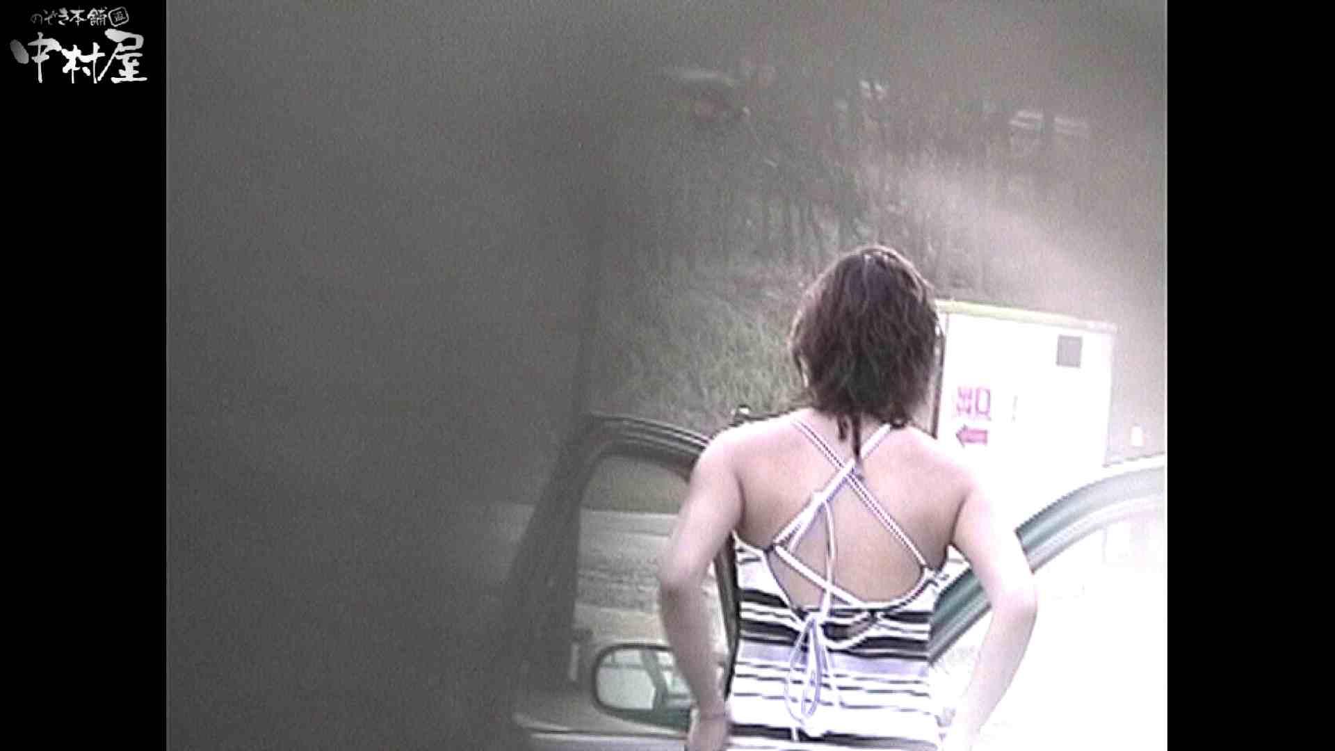 No.16 アニマル柄の水着 レースのパンツにナプキンを装着する金髪お姉さん 水着の女達 戯れ無修正画像 9枚 7
