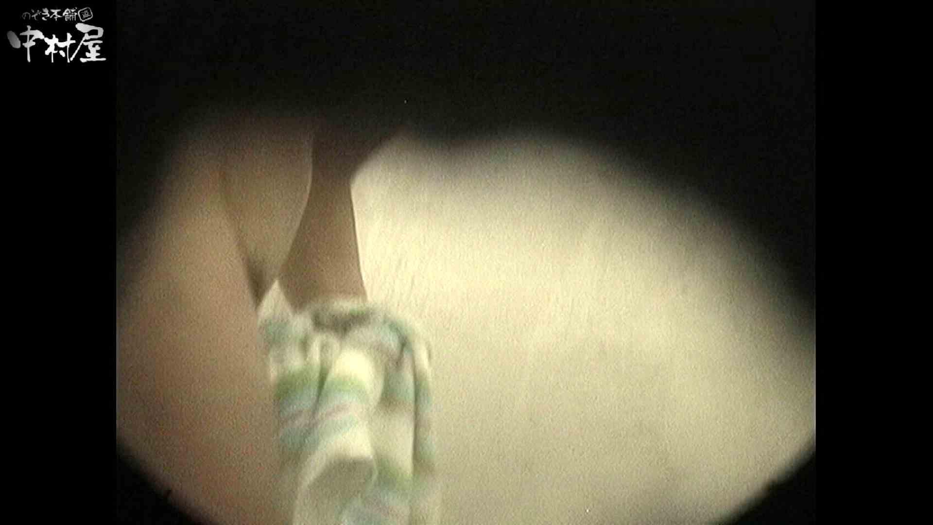 No.18 小さい割にはたれ気味の乳房 接写  11枚 4