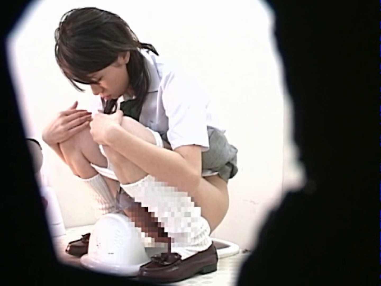 M字開脚制服女子を真下から盗撮! 厠の中で | 肛門特集  9枚 1