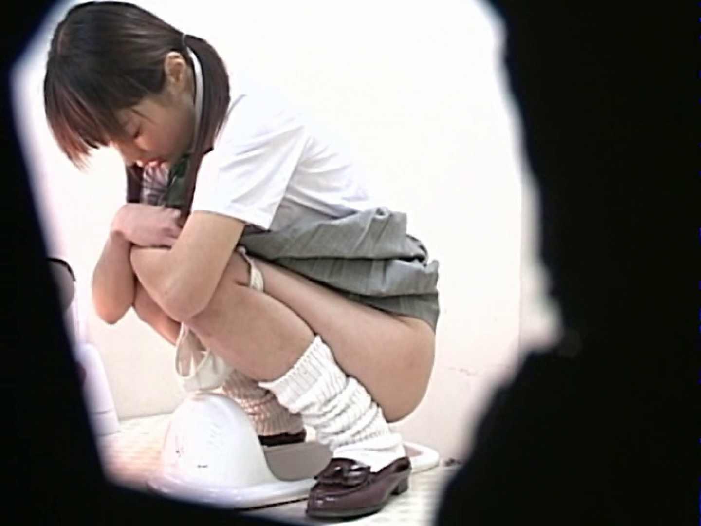 M字開脚制服女子を真下から盗撮! 制服 オマンコ動画キャプチャ 9枚 9