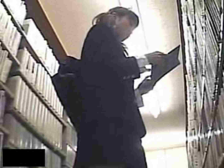 危険がいっぱい!私立図書館潜入厠。 黄金水 ヌード画像 11枚 8