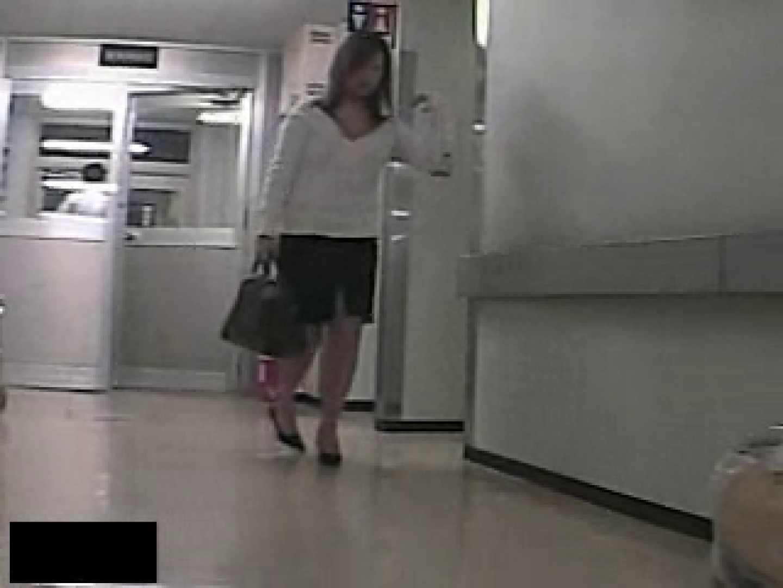 危険がいっぱい!私立図書館潜入厠。 厠の中で   盗撮動画  11枚 11