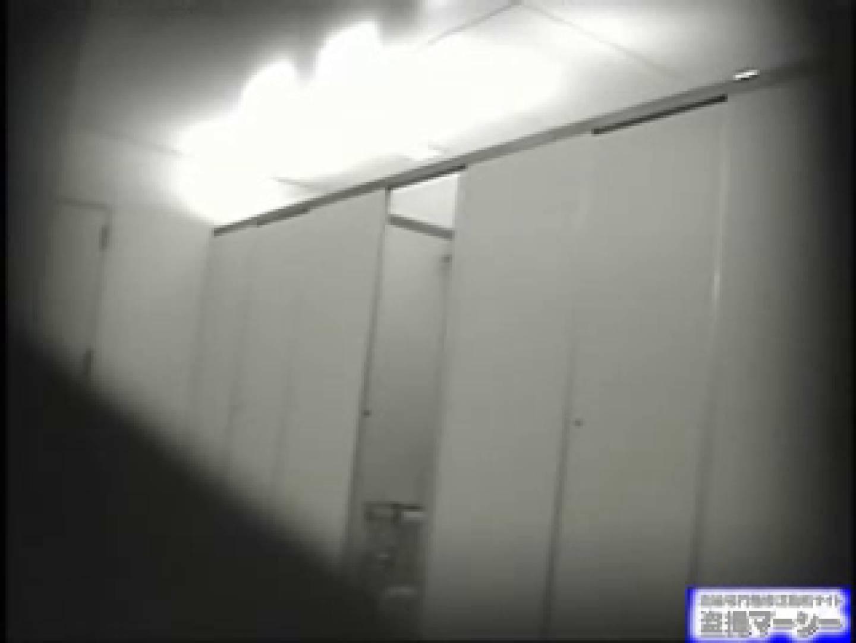 女盗撮師がコスプレ会場の厠に潜入しちゃいました! 潜入   厠の中で  10枚 9