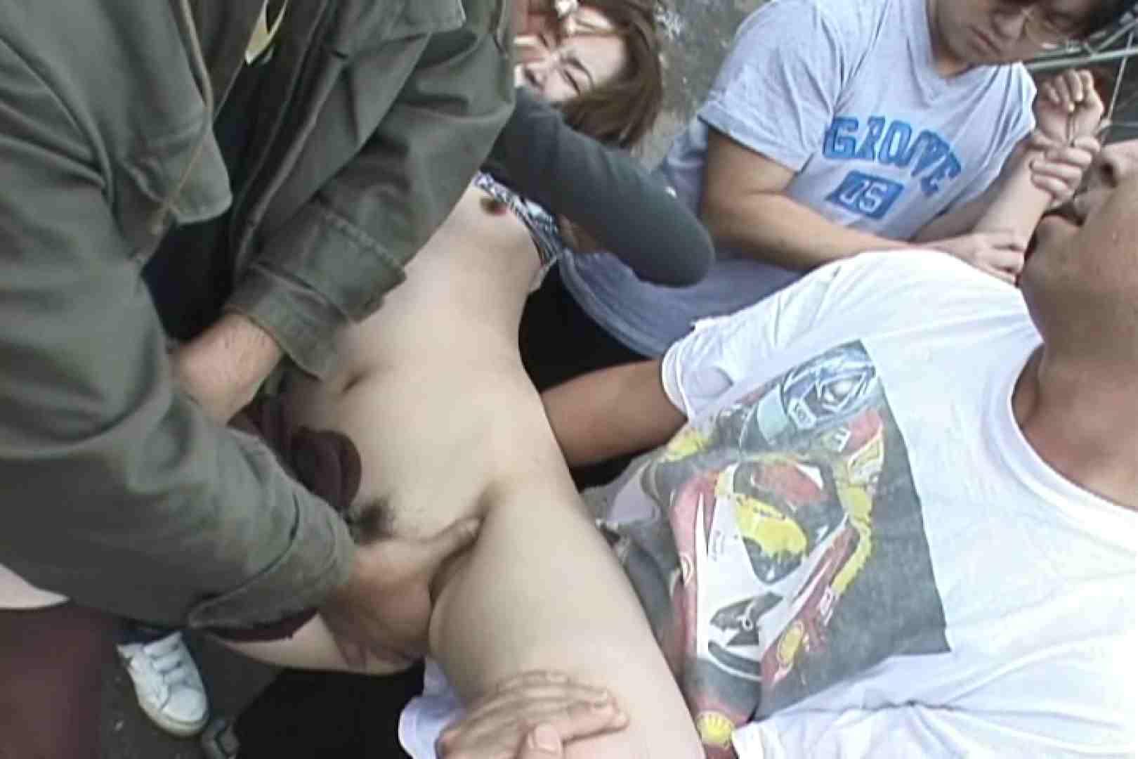 無修正エロ動画:飢えた男達が買い物帰りの女性達に・・・!~vo,2:大奥