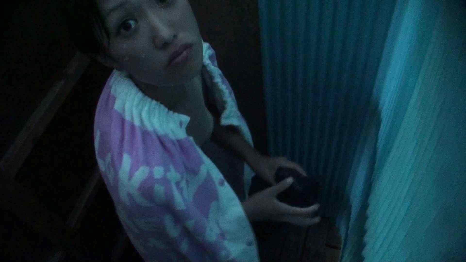 無修正エロ動画:シャワールームは超!!危険な香りVol.26 大学生風美形ギャル 暗さが残念!:ピープフォックス(盗撮狐)